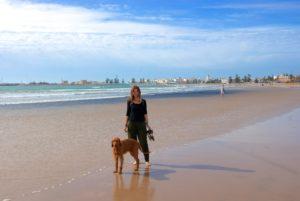 Caro in Marokko mit Hund