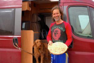 Marokko mit Hund und Fladenbrot
