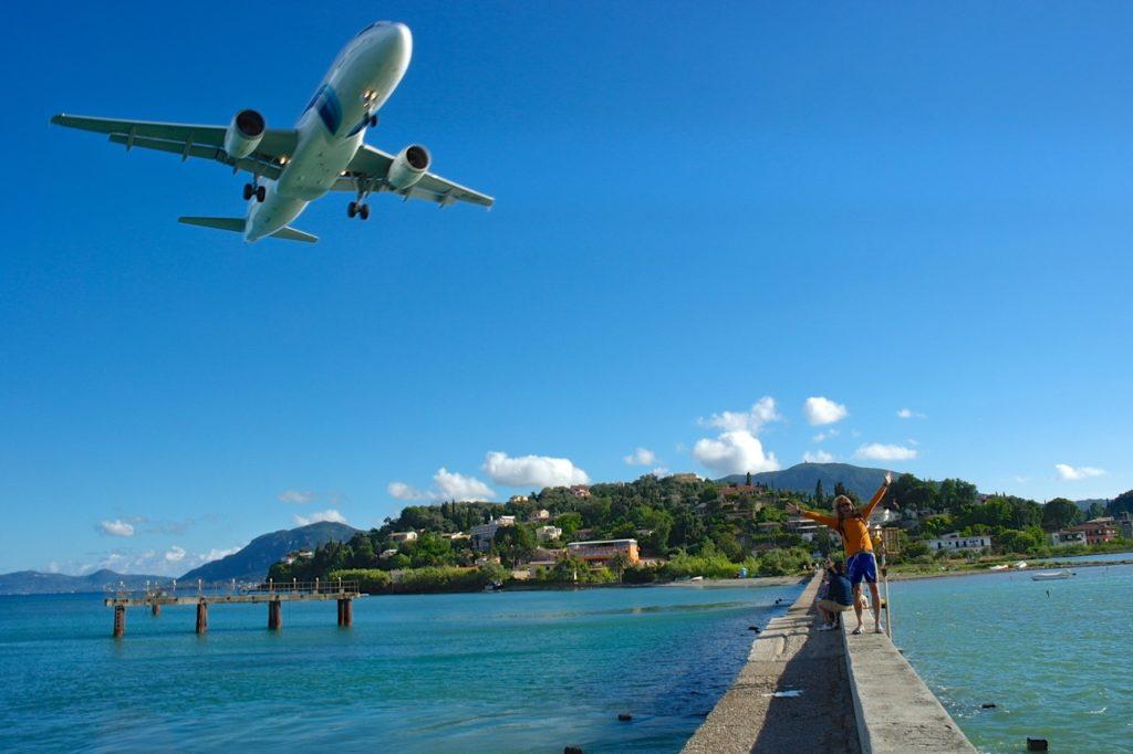 Damm mit Flugzeug, Korfu