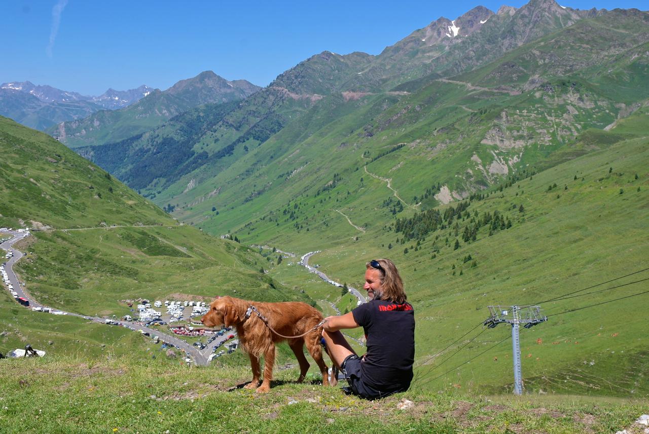 Camper, Kühe und Profi-RadlerMit Hund zur Tour de France