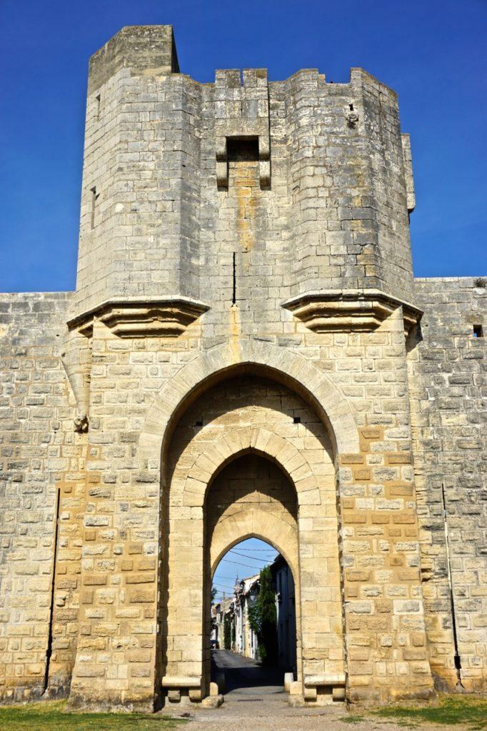 Eingang zur Altstadt von Aigues-Mortes