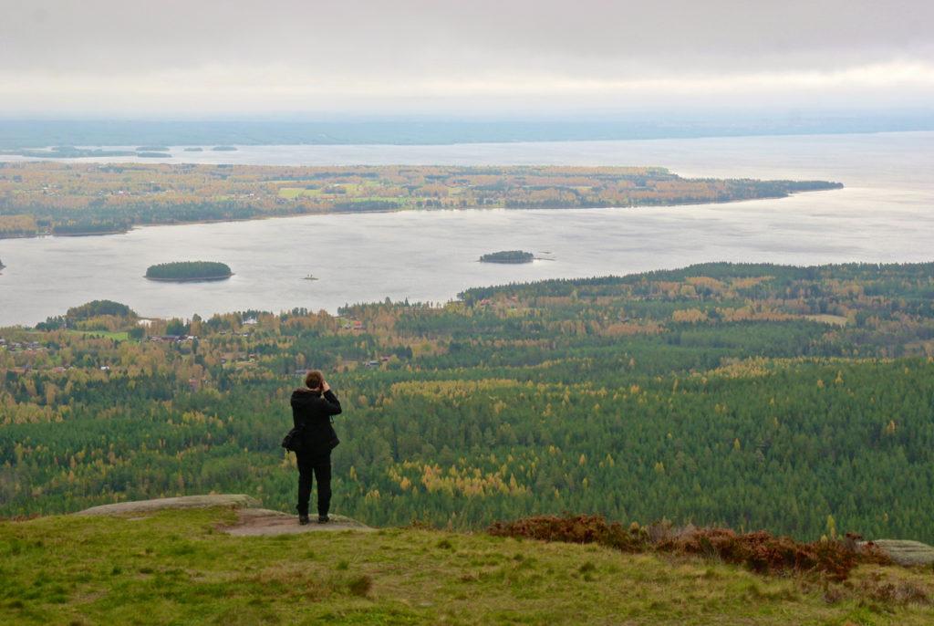 Schöne Aussichet auf Schwedens Seenlandschaft