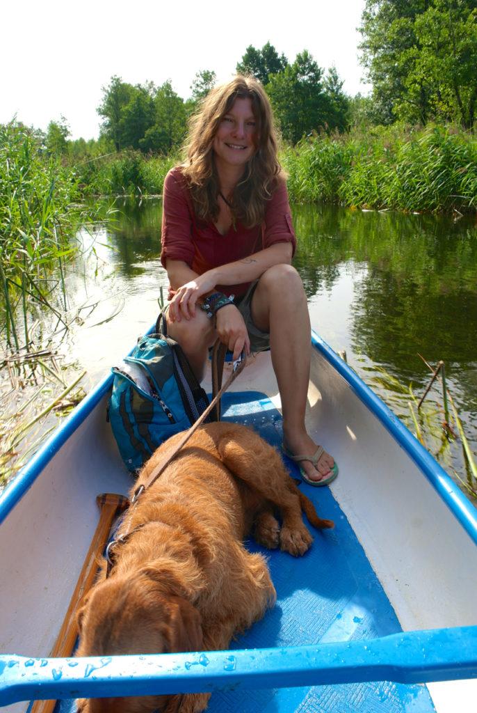 Mit Hund im Kanu