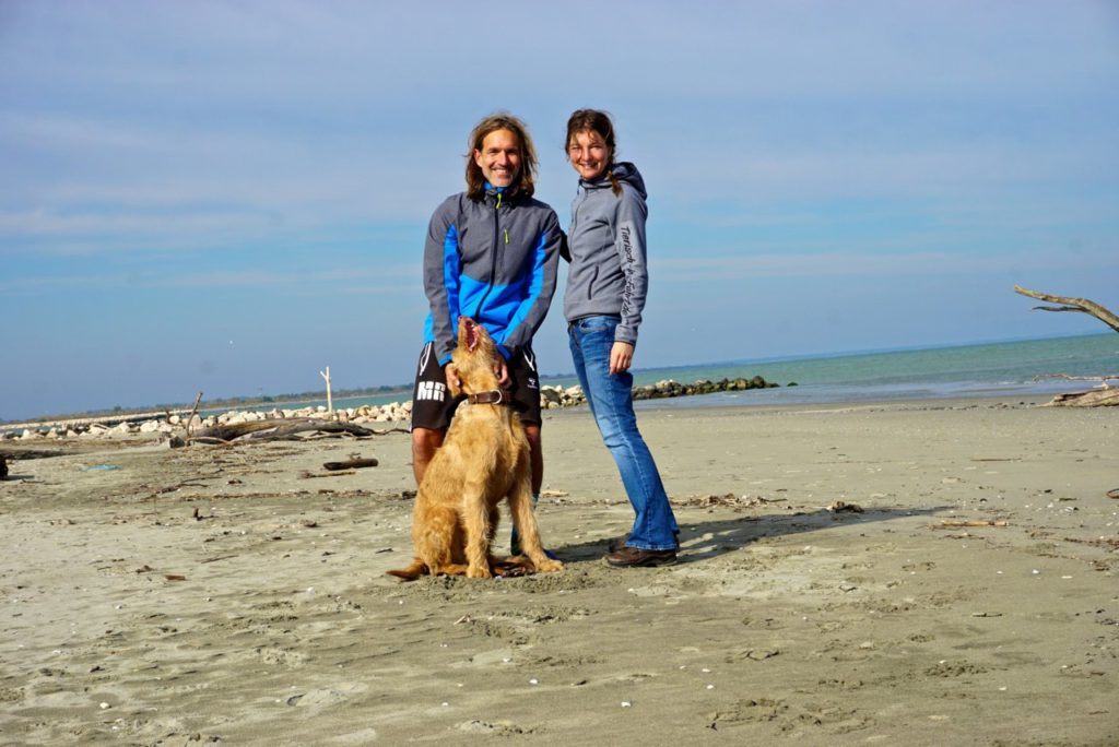Das Tierisch-in-Fahrt-Team am Strand von Boccasette_tierisch-in-fahrt.de